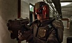 "Dredd (Karl Urban), der oberste ""Judge"" von Mega City One"