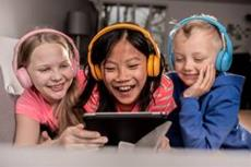 ONANOFF: Mit BuddyPhones befinden sich Eltern auf der sicheren Seite