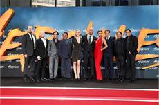"""Dwayne Johnson kam, sah und """"rockte"""" Berlin! Trailer zur unschlagbaren Europapremiere HERCULES!"""